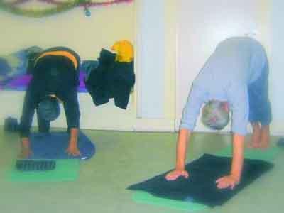 Stoel Voor Ouderen : Yoga op de stoel plus stadsdeel oost meer bewegen voor